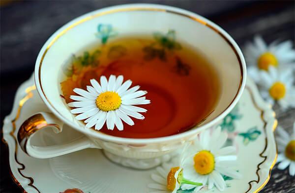 Чай и отвар ромашки - это не одно и то же, хотя свойства их зачастую идентичны.