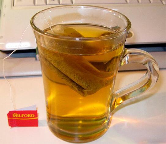 Чай в пакетиках - оптимальное решение для того, чтобы заварить его прямо в кружке.
