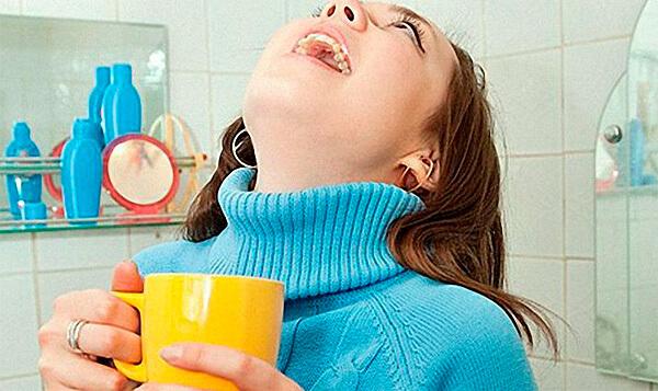 Помимо приёма внутрь ромашку при беременности нельзя использовать для спринцеваний. В этом случае опасна не ромашка, а сами спринцевания.