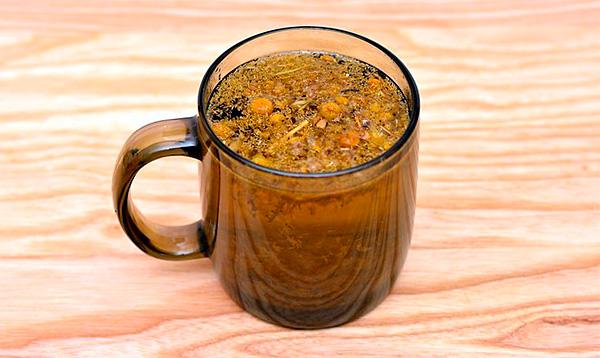 Завариваемый непосредственно из сырья ромашки, этот чай и наиболее эффективен при лечении различных заболеваний, и наиболее опасен своими побочными эффектами.