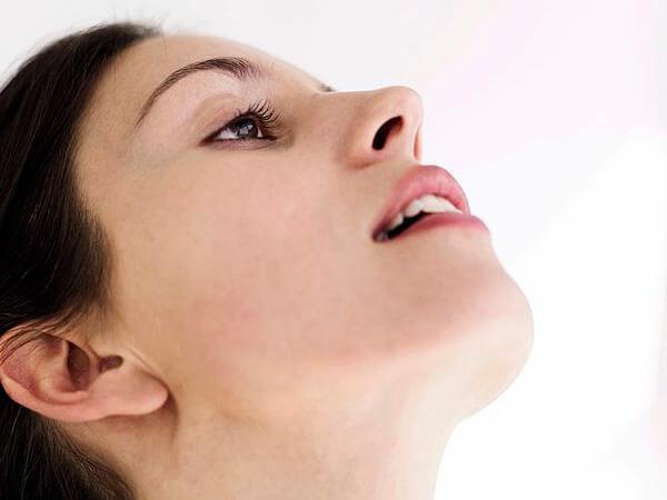 Поскольку полоскания горла не оказывают никакого влияния на плод, они проводятся при беременности так же, как и в другие периоды жизни женщины.