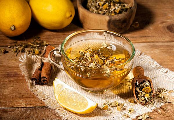 Чай из ромашки может вызывать некоторые побочные эффекты, из-за которых постоянных приём его нежелателен.