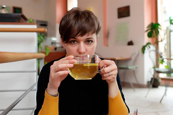 Ромашковый чай оказывает специфическое действие именно на организм женщины и иногда его приём может быть очень полезным.