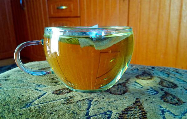 Чай в пакетиках удобнее заваривать непосредственно в чашке.
