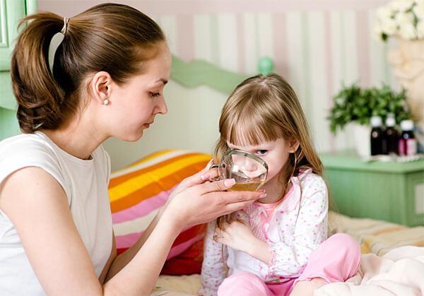Приём чая ромашки вовнутрь мало влияет на инфекцию в носоглотке и на общее течение болезни.