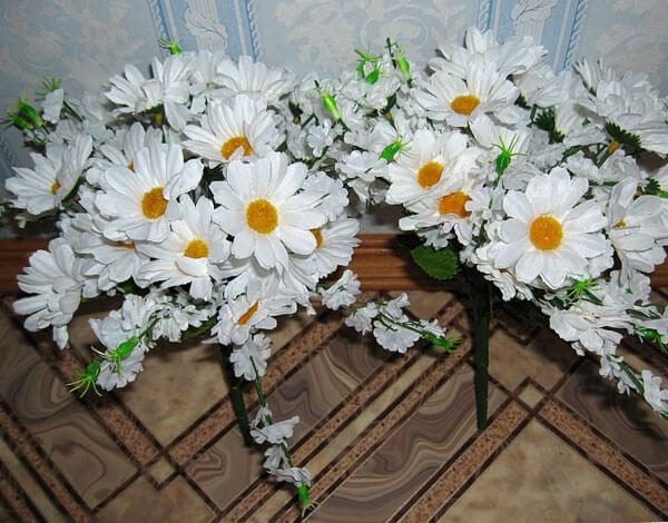 Согласитесь, такие цветы сами по себе навевают печаль и грусть.