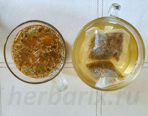 Делать чай на основе сырья в пакетиках предпочтительнее, поскольку здесь соцветия находятся в измельченном виде и при приготовлении больше полезных веществ выходит в жидкость, а сам напиток не нужно дополнительно процеживать.