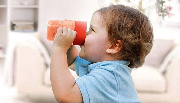 Все проблемы, для решения которых детям 2-3 летнего возраста дают ромашку, либо надуманны, либо решаются и другими средствами.