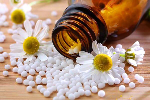 Действие гомеопатических препаратов обусловлено эффектом плацебо, когда больные уверены, что вылечатся лишь потому, что средство известно, как эффективное.