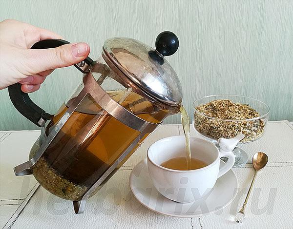 Чай из ромашки готовится очень быстро и обычно применяется для лечения болезней пищеварительного тракта.