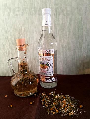 Такая настойка очень долго готовится, имеет больше противопоказаний, чем препараты на воде, но и мало отличается от отвара или чая по своим лечебным свойствам.