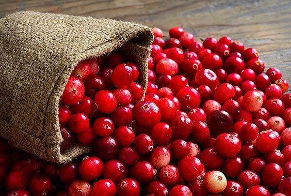У брусники ягоды более {amp}quot;одинаковые{amp}quot;.