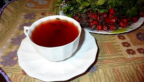 Если для какой-то цели подходит сок или морс из ягод, он предпочтительнее препарата из листьев.