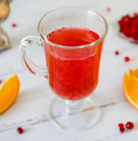 Поэтому для профилактики различных гиповитаминозов предпочтительнее пить морсы и соки, нежели чаи.