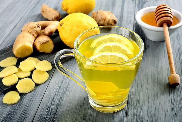 Как правило, ромашку и такие средства, как лимон, мед или имбирь предпочитают принимать в комплексе.