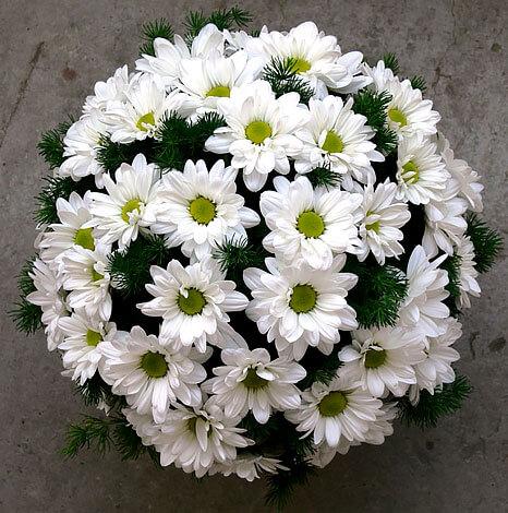 Эти цветы часто используют в оформлении букетов.