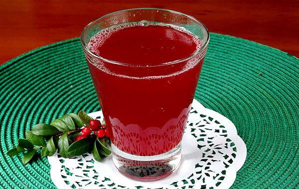 В том числе напитки из брусники снижают давление и могут вызывать мочегонный эффект.