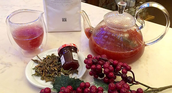 Преимущество напитков из брусники перед простым чаем или водой заключается в усилении диуреза компонентами самой брусники.