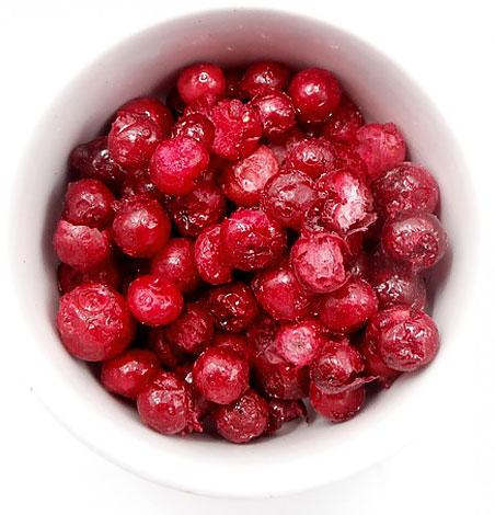 Замороженные ягоды не так кислы, как свежие, но действуют на желудок примерно аналогичным образом.