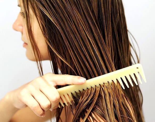 При этом полностью перекрасить волосы ромашка не позволит.