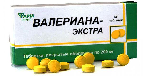 Таблетки валерианы Экстра имеют хорошо узнаваемый горчично желтый цвет.