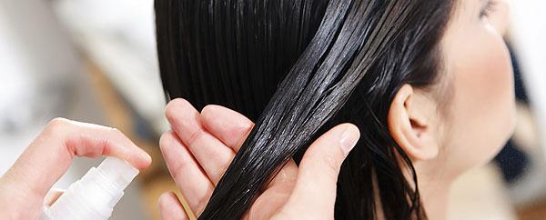 Если после опрыскивания на волосах сохранился запах ромашки, их стоит ещё раз ополоснуть чистой водой.