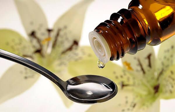 Отчасти высокая эффективность настойки обусловлена содержанием в ней спирта.
