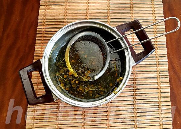 Отвар, настой и чай из ромашки мало отличаются друг от друга по своим свойствам.