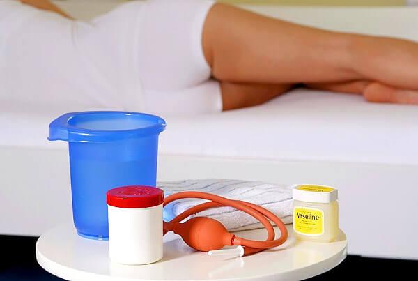 Дома можно случайно травмировать выстилку влагалища или с препаратом ромашки занести в матку опасную инфекцию.
