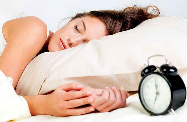 Настойку валерианы следует рассматривать скорее в качестве расслабляющего, нежели снотворного, средства.