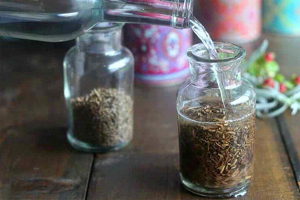 Как правило, сушенные корни валерианы продаются в основном у травников на рынках.