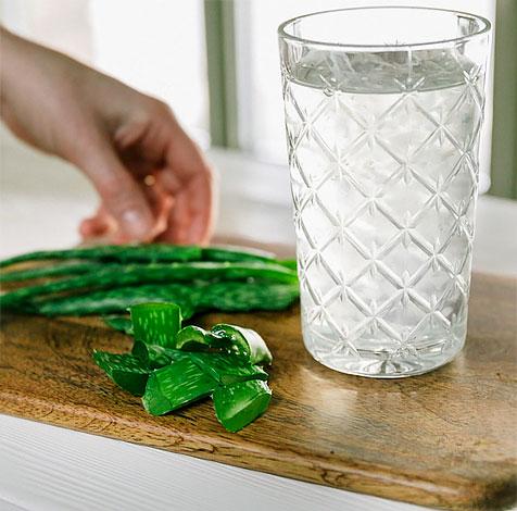 Собственно, поэтому сок алоэ при диарее употреблять не рекомендуется.