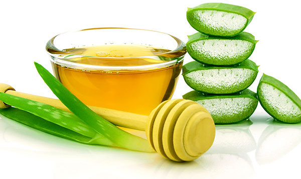 Такие рецепты могут быть опасными, поскольку мед является отличной пищей для бактерий.