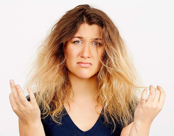 Сухость волос - это проблема, которая не решается применением наружных средств.